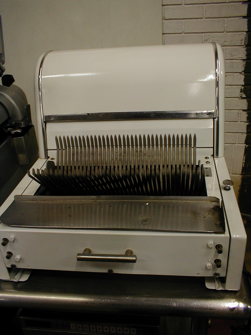 Berkel automatic bread slicer with new blades 115 voltage. Freight charges to be added to price